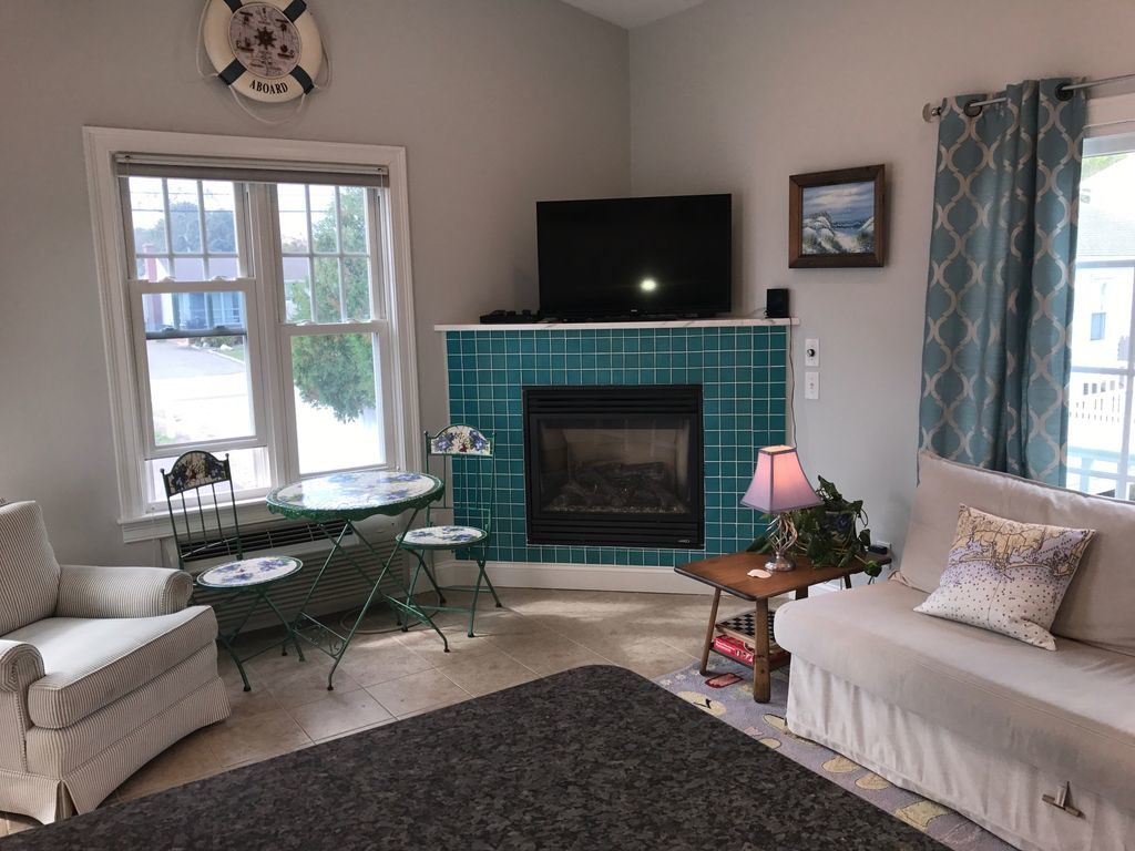 big cottage misquamicut in rental house enjoy style rentals westerly tiny cottages